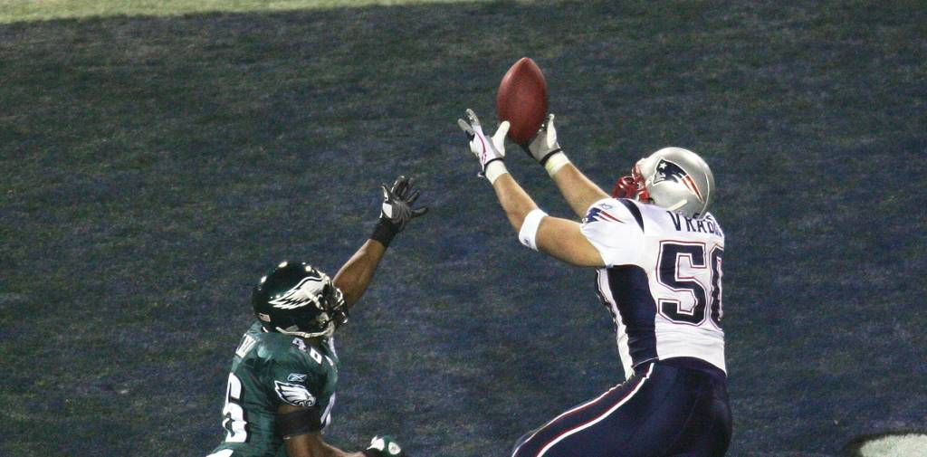 JACKSONVILLE, FLORIDA - FEBRUARY 06: Linebacker Mike Vrabel #50 of the New England Patriots catches a two yard touchdown in the third quarter against cornerback Lito Sheppard #26 of the Philadelphia Eagles in Super Bowl XXXIX at Alltel Stadium on February 6, 2005 in Jacksonville, Florida. (Photo by Harry How/Getty Images)