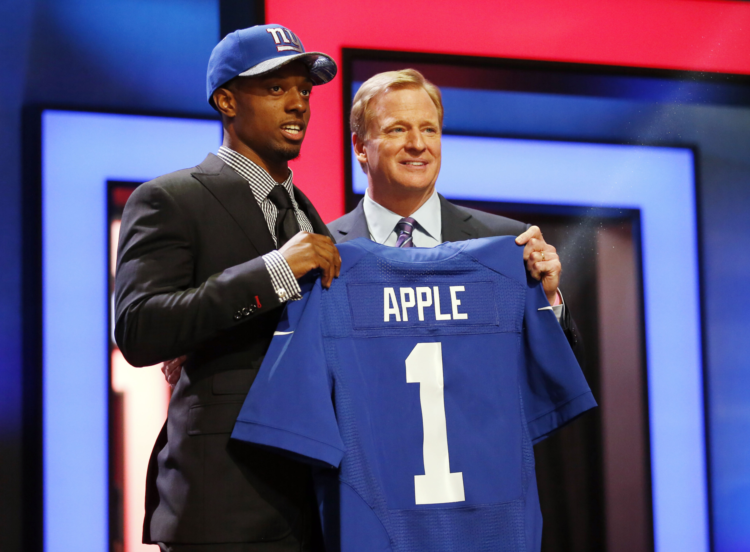 Eli Apple with NFL commissioner Roger Goodell after being selected by the New  York Giants as 33f144206